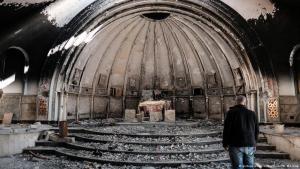 Viele Kirchen, wie diese in Karakosch in der Nähe der irakischen Stadt Mossul, liegen nach den Zerstörungen des IS heute in Trümmern; Foto: M. Moskwar