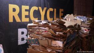 """Bei der Initiative """"Recycle Beirut"""" stapeln sich Berge von recyclefähigen Materials; Foto: Lilian Natalie Mauthofer"""