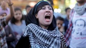 Demonstrantin auf dem Talaat Harb-Platz in Kairo protestiert gegen Abdelfattah al-Sisi; Foto: picture-alliance/AP