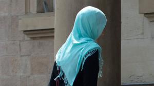 Muslima mit Kopftuch in Frankreich; Foto: dpa