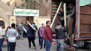 Koptische Christen finden Zuflucht in der evangelischen Kirche in Ismailia, nachdem der IS in El-Arisch Jagd auf sie gemacht hatte; Foto: AFP/Getty Images
