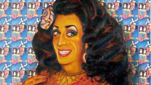 """Aktivismus auf Stöckelschuhen: Fatma Souad ist eine der berühmtesten Drag Queens aus Berlin-Kreuzberg. Sie ist bekannt für ihre Smokey Eyes, ihre kirschfarbenen Lippen und ihr dichtes, gewelltes Haar. So porträtiert sie auch der Künstler und Tänzer Cihangir Gümüştürkmen. In den 1990ern hat Fatma Souad in Berlin die Party-Reihe """"Gayhane"""" für homosexuelle Migranten ins Leben gerufen."""