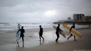 """Filmszene aus """"Gaza Surf Club""""; Quelle: picture-alliance/dpa"""
