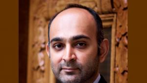 Der britisch-pakistanische Autor Mohsin Hamid; Foto: Laurent Denimal