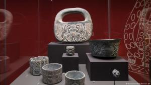 Exponate Iran-Ausstellung Bundeskunsthalle Bonn; Quelle: Bundeskunsthalle Bonn