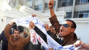 Proteste von Arbeitslosen vor dem Arbeitsministerium in Algier; Foto: dpa/picture-alliance