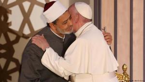 Papst Franziskus trifft während seines Besuchs der Al-Azhar-Universität in Kairo auf Großscheich Ahmed al-Tayyeb; Foto: Reuters
