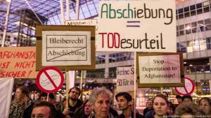 Demonstration gegen Abschiebungen nach Afghanistan am Flughafen in München; Foto: picture-alliance/ZUMAPRESS.com/S.Babbar