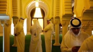 Vertreter des qatarischen Verteidigungsministeriums und Khalid bin Mohammad al-Attiyah begrüßen US-Verteidigungsminister James Mattis in Doha am 22. April 2017; Foto: Jonathan Ernst Pool/Getty Images