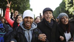 Arbeitslose Hoschulabgänger in Tunis protestieren gegen die Arbeitsmarktmisere in ihrem Land; Foto: Reuters/Zoubeir Souissi