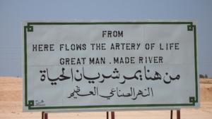 "Hinweistafel auf Libyens ""Great Man-Made River""; Quelle: wikipedia"
