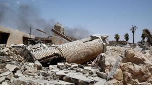 """Überreste des """"Al-Hadba""""-Minaretts der Großen Al-Nuri-Moschee aus dem 12. Jahrhundert in Mossul nach der Sprengung durch IS-Terroristen; Foto: Reuters"""