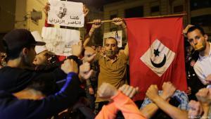 """""""Wir sind alle Nasser Zefzafi!"""": Anhänger der Bewegung """"Hirak El-Shaabi"""" in El-Hoceima demonstriert im Juni 2017 gegen die Inhaftierung ihres Anführers; Foto: Reuters"""