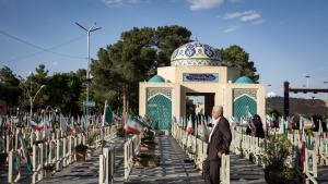 In der Sektion für Märtyrer auf dem Friedhof von Isfahan. Foto: Philipp Breu)
