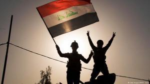Irakische Soldaten feiern die Rückeroberung von Mossul. Foto: (Getty Images/AFP/F. Senna)