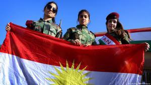 17.12.2014. Mädchen mit der Flagge Kurdistans am Tag der Flagge in Erbil. Foto: Safin Hamed/AFP/Getty Images