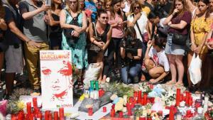 Trauernde am Las Ramblas Boulevard in Barcelona. Foto: Getty Images