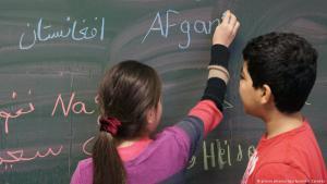 Junge Flüchtlingskinder in einer deutschen Schule; Foto: picture alliance/dpa/Sputnik/I. Zarembo