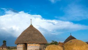 Ihre Häuser von innen und außen zu bemalen, hat unter den Bauern von Alaba eine lange Tradition. Ihr Stil ist einmalig, die Bilder zeigen die Vorlieben, das Leben, die Religion und die Träume der Hauseigentümer.