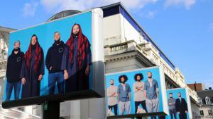 """Fotoausstellung zum Kleidertausch zwischen Muslimen und """"Hipstern"""" in Brüssel; Foto: DW"""