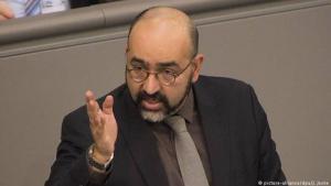 Der Grünen-Politiker Omid Nouripour während einer Rede im Deutschen Bundestag; Foto: picture-alliance/dpa/J. Jeske