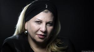 """Die französische Anthropologin Dounia ist Vorsitzende des französischen Zentrums zur Prävention, Entradikalisierung und der individuellen Betreuung (CPDSI). In ihrem Roman """"Djihad, mon ami"""" beschreibt sie die Radikalisierung einer Jugendlichen."""