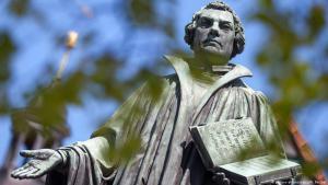 Luther-Denkmal im thüringischen Möhra; Foto: picture-alliance/dpa