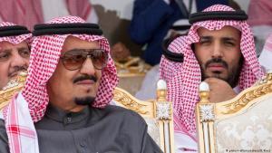 Der saudische Kronprinz Mohammed bin Salman (r.) gemeinsam mit Saudi-Arabiens König Salman; Foto: picture-alliance/abaca
