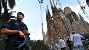 Nach dem Anschlag marokkanischer Attentäter im August 2017 in Barcelona wird die Sagrada Familia von Sicherheitskräften abgeriegelt; Foto: Getty Images/AFP/P. Guyot
