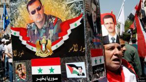 """""""Assad vorm Kopf"""": Anhänger der Baath-Diktatur in Damaskus während einer Demonstration; Foto: Reuters"""