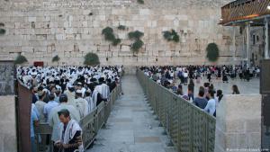 Streit um Klagemauer in Jerusalem - Frauen wollen wie Männer beten; Foto: dpa/picture-alliance