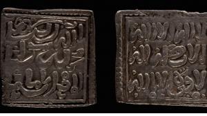 Viereckige Münzen aus der Almohaden-Zeit; Quelle: Raseef 22