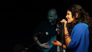 Auftritt der ägyptischen Sängerin Dina El Wedidi im El-Genina-Theatre in Kairo; Foto: dinaelwedidi.com