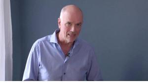 Burkhard Hofmann, Facharzt für Psychotherapeutische Medizin; Quelle: YouTube