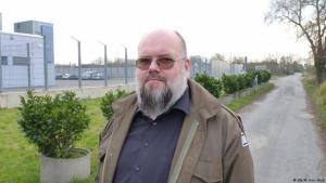 Der ehemaligen Linksextremist und heutige Salafist Bernhard Falk am Oberlandesgericht Düsseldorf; Foto: DW