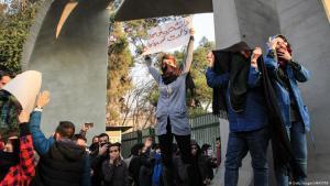 Proteste gegen Korruption, Arbeitslosigkeit und die politische Führung an der Uni Teheran, 30.12.2017; Foto: AFP/Getty Images