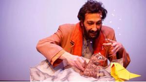 """""""Der Vogel Anderswo"""", gespielt von Soubhi Shami; Quelle: Theater der Jungen Welt Leipzig"""