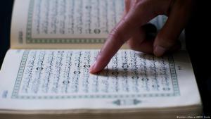 Muslim liest im Koran; Foto: pictue-alliance/ANP/R.Koole
