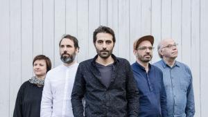 Bahur Ghazi (Mitte) gemeinsam mit mit seinem Ensemble Palmyra; Foto: bahurghazi.ch