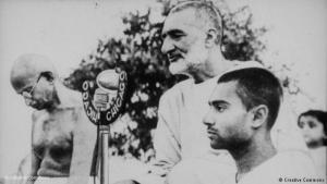 Khan Abdul Ghaffar Khan neben Mahatma Gandhi; Quelle: Creative Commons