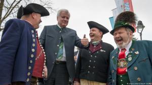 Wer sagt hier, was Heimat ist? Der Heimatminister Seehofer macht einen Vorstoß; Foto: picture-alliance/dpa