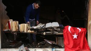Schadensbegutachtung nach dem Anschlag auf die Koca Sinan Camii Moschee am 11. März 2018 in Berlin; Foto: Getty Images/Adam Berry