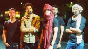 """Die fünfköpfige Tuareg-Band """"Imarhan""""; Foto: Andrea Mae Perez"""