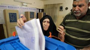 Symbolbild Wahlen im Irak - Stimmabgabe in einem Wahllokal in Bagdad; Foto: ABAH ARAR/AFP/Getty Images