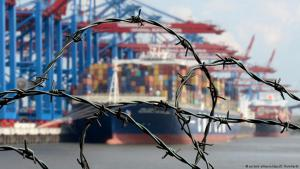 Stacheldraht vor Container-Terminal im Hamburger Hafen; Foto: picture-alliance/dpa