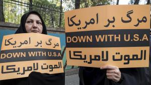Demonstration in Teheran gegen die USA nach Bekanntwerden des Ausstiegs der Vereinigten Staaten aus dem Atomabkommen; Foto: Reuters
