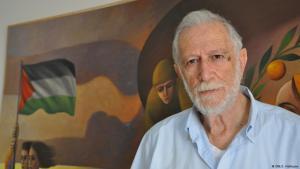 Der Künstler Suleiman Mansour in seinem Atelier in Ramallah; Foto: Sarah Hofmann/DW