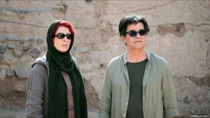 "Behnaz Jafari und Jafar Panahi in ""Three Faces""; Foto: Memento Films"