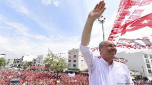 CHP-Politiker Muharrem Ince, einer der Herausforderer von Präsident Recep Tayyip Erdogan, während einer Wahlkampfveranstaltung in Menderes am 27. Mai 2018; Foto: picture alliance/AP Photo/CHP/Z. Koseoglu