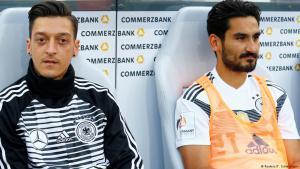 Freundschaftsspiel Deutschland vs. Saudi-Arabien am 8.6.2018 - Mesut Özil und Ilkay Gündogan auf der Bank; Foto: Reuters